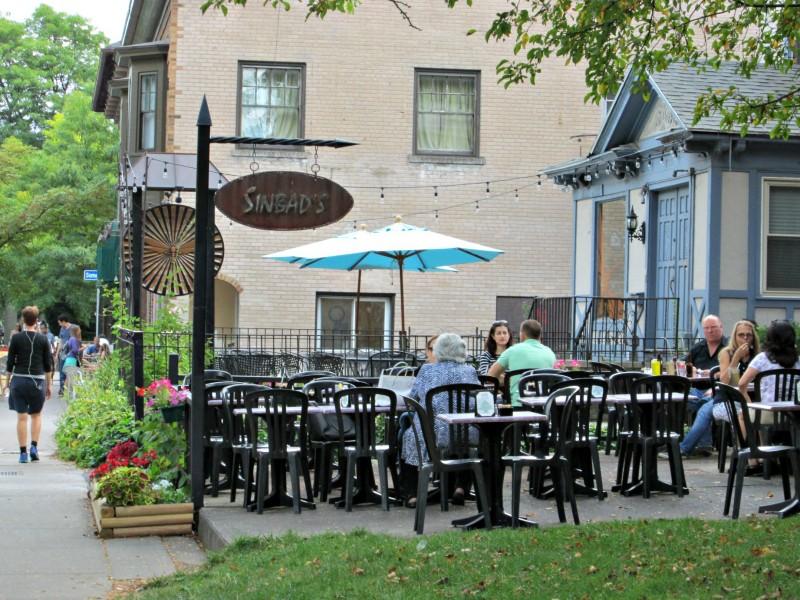 Diners enjoying the sunshine on Park Ave